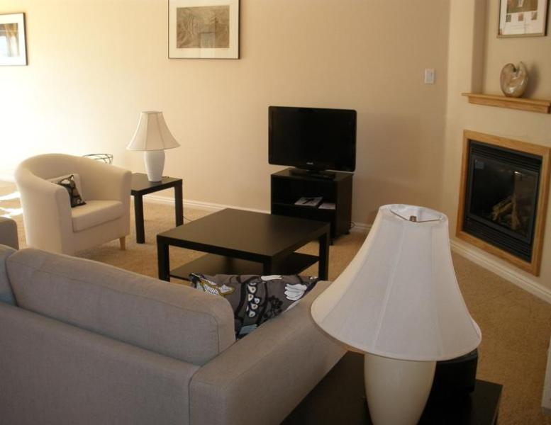 Living room - Pueblo Guest House -  near three National Parks - Kanab - rentals