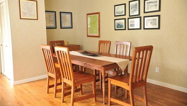 Formal Dining room table - Berkshire house w/ fireplace, A/C, WiFi & laundry - Plainfield - rentals