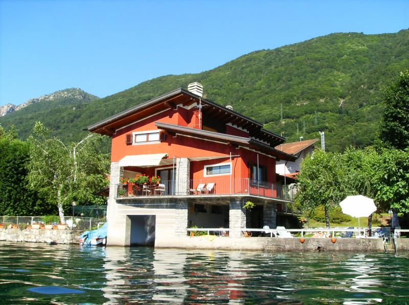 exterior from the lake - The house on the lake - Omegna - rentals