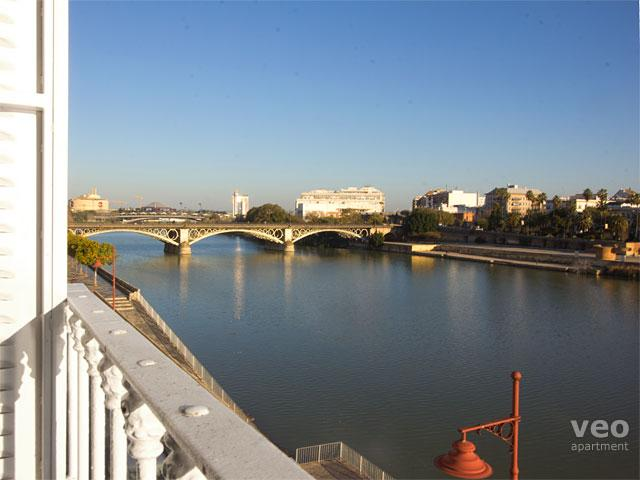 This two-bedroom apartment has wonderful views over the Guadalquivir River. - Betis No. 3 | 2-bedrooms, river views, parking - Seville - rentals