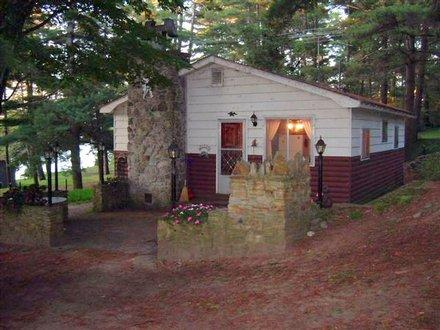 """""""A Cozy Cottage"""" on Opinicon Lake on the Rideau - Image 1 - Rideau Lakes - rentals"""
