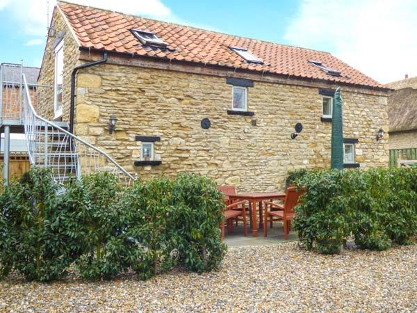 UPSTAIRS DOWNSTAIRS COTTAGE, upside down accommodation, off road parking, patio, in Snainton, Ref 13914 - Image 1 - Scarborough - rentals