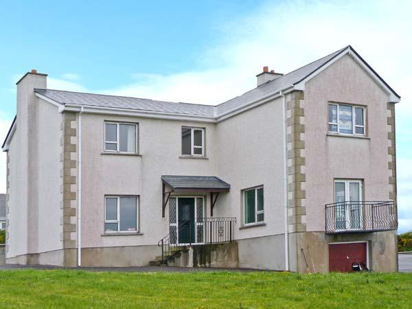 STRANACORCORAGH, sea views, by the coast, off road parking, with a shared garden, in Gweedore, Ref 17799 - Image 1 - Bunbeg - rentals