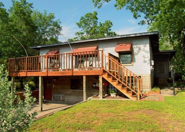 Griff's B Front Entrance - Convenience in every direction! - New Braunfels - rentals