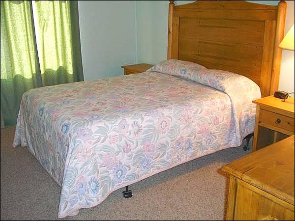 Master Bedroom Includes a Queen Bed - Comfortable Base Area Lodging - Ideal Year-Round Getaway (1252) - Crested Butte - rentals