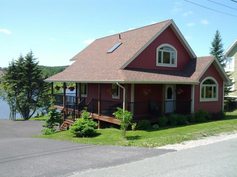 Side of Cottage - Amazing Pondside Cottage 15 mins. from St. John's - Saint John's - rentals