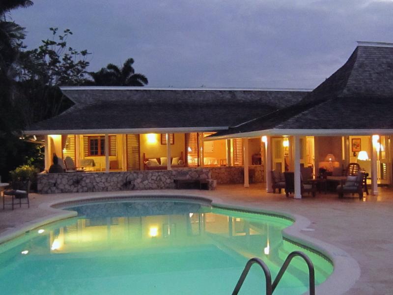 Fabulous 3 Bedroom Beachfront Villa with Pool in Montego Bay - Image 1 - Montego Bay - rentals