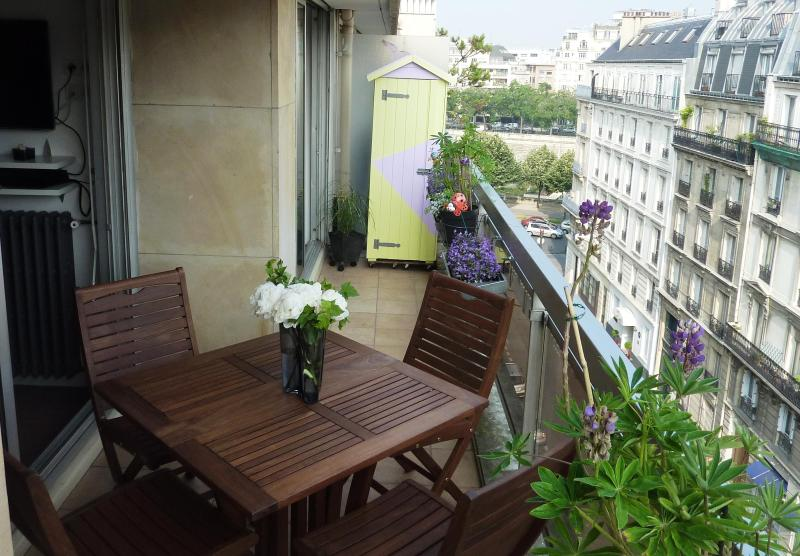 Relax on the calm terrace with nice views - Direct by Owner: Central Marais/ Bastille. Balcony - Paris - rentals