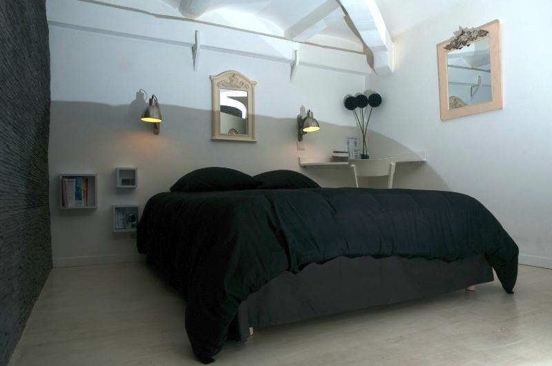 Marseillecity - guest house in a loft in Marseille - Image 1 - Marseille - rentals