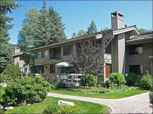 Centrally Located - Distinguished Mountain Home - Charming Location Near the Creek (1058) - Ketchum - rentals