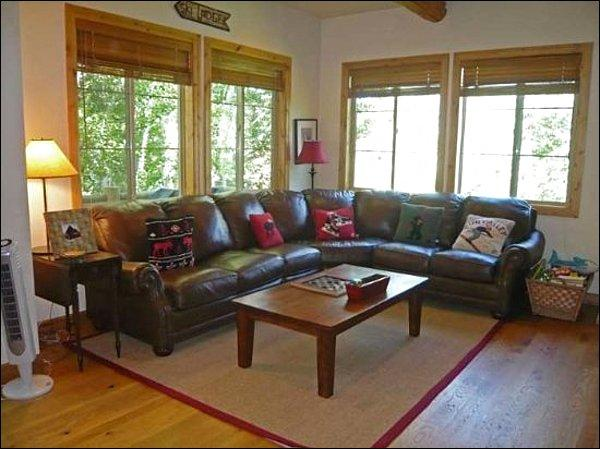 Living Room with Comfy Leather Couch - Classic Country Condo - Well Appointed for a Family (1066) - Ketchum - rentals