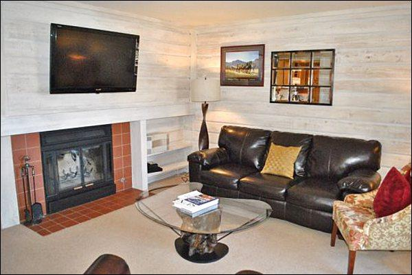 Living Room Features Leather Furnishings, a Wood-Burning Fireplace,and Flat-Screen TV - Beautiful Bluff Condo - New Furnishings (1219) - Ketchum - rentals