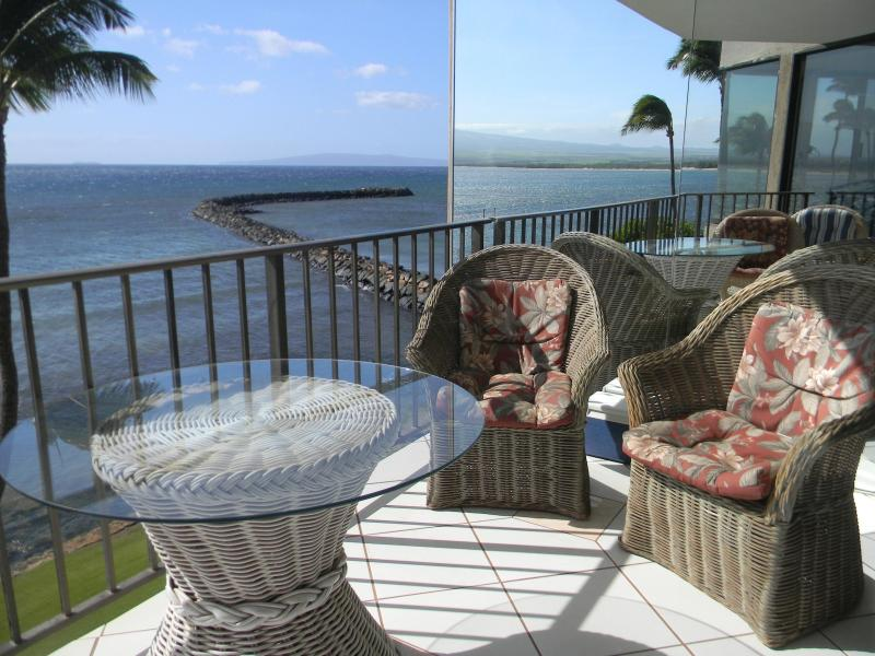 Your seat is waiting! - Oceanfront Wall of Glass! - Maalaea - rentals