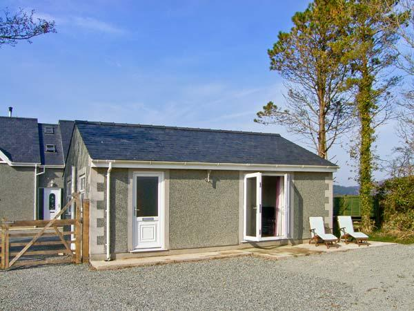 BABELL COTTAGE, pet-friendly single-storey cottage, good for country and coast, Brynteg Ref 21474 - Image 1 - Brynteg - rentals