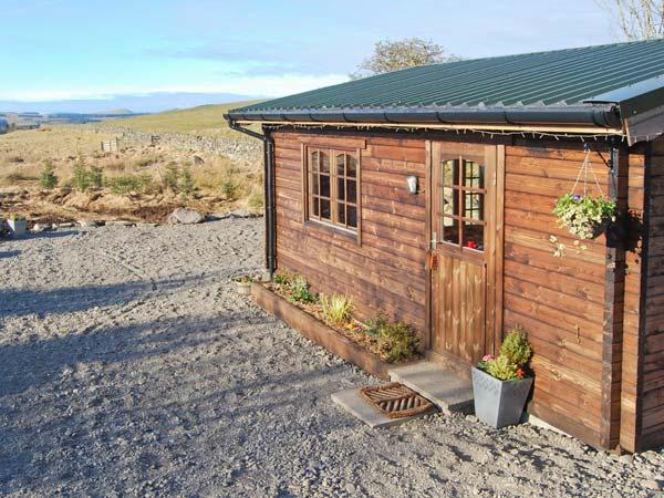 THE HIDEAWAY, detached studio accommodation, parking, garden, in New Galloway, Ref 23072 - Image 1 - New Galloway - rentals