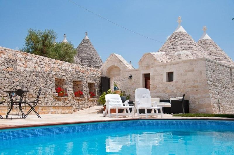 Shared pool area - Relax and leisure at Trulli Angela - Locorotondo - rentals