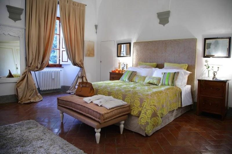 Bedroom - Luxury 7 bedroom villa in Tuscany. Swimming pool. - Gaiole in Chianti - rentals