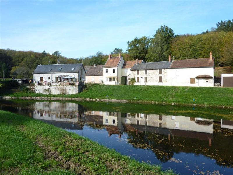 Watershed ( centre) viewed  from across the canal - Watershed, Summit of the Nivernais Canal, Burgundy - Burgundy - rentals