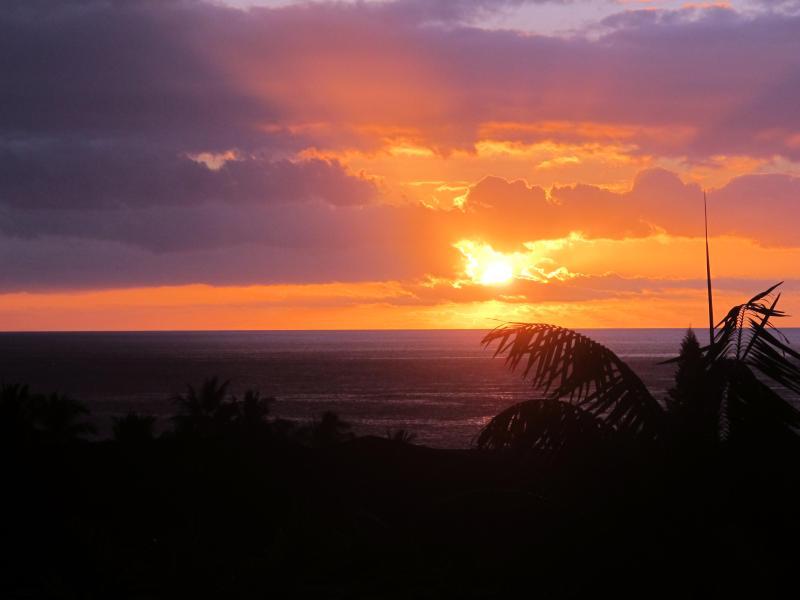Sunset from Upper Lanai - Panoramic Ocean & Sunset Views across Kailua-Kona - Kailua-Kona - rentals