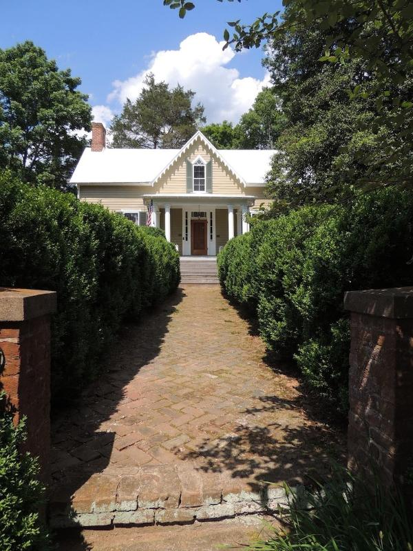 Historic Main House, built 1810-1842 - The Cottage at Sunnybank - Charlottesville - rentals
