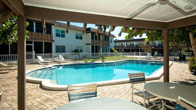 Island Love Nest Pool - Island Love Nest - Holmes Beach - rentals