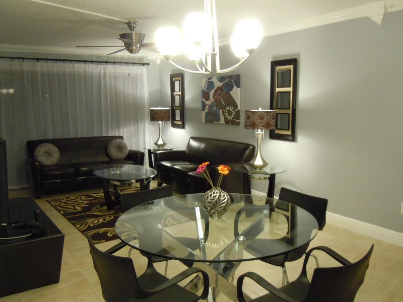 Dining Room/ Living Room - Elegant  Modern Condo/Apt. in  Sunny Orlando ! - Orlando - rentals