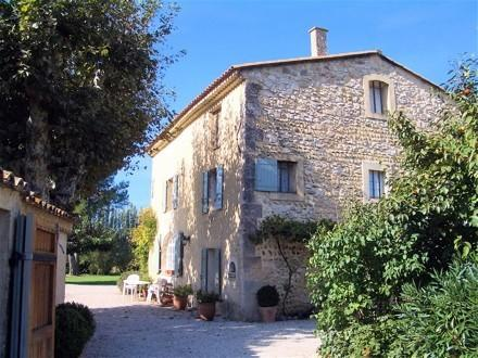 Between Avignon and Aix en Provence: Delightful Villa in Provence with Pool - Image 1 - Senas - rentals