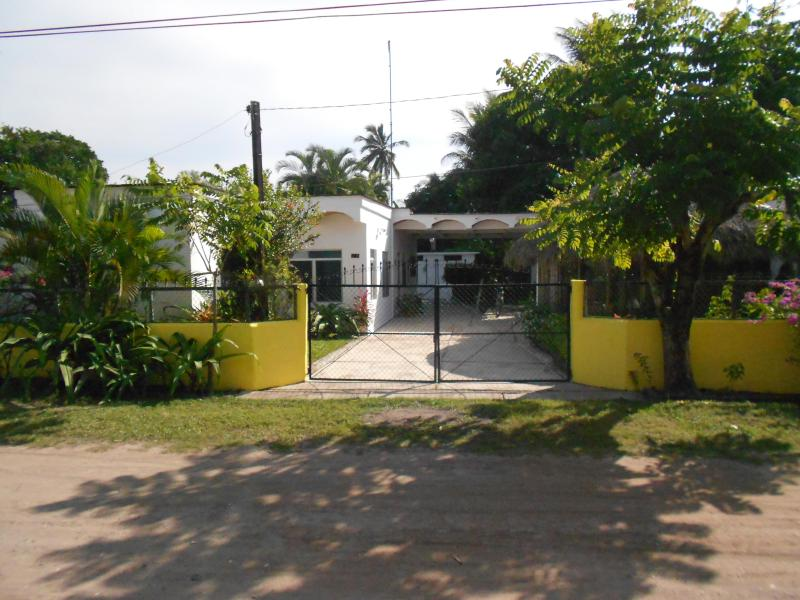 driveway entrance - CASA TESORO - Teacapan - rentals