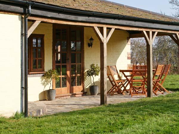 BRAMBLES, pet-friendly cottage with garden, close Malvern Hills, Little Malvern Ref 22112 - Image 1 - Little Malvern - rentals