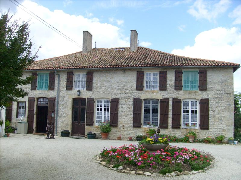 16th century manor house - 16th century country manor house totally private - Lezay - rentals