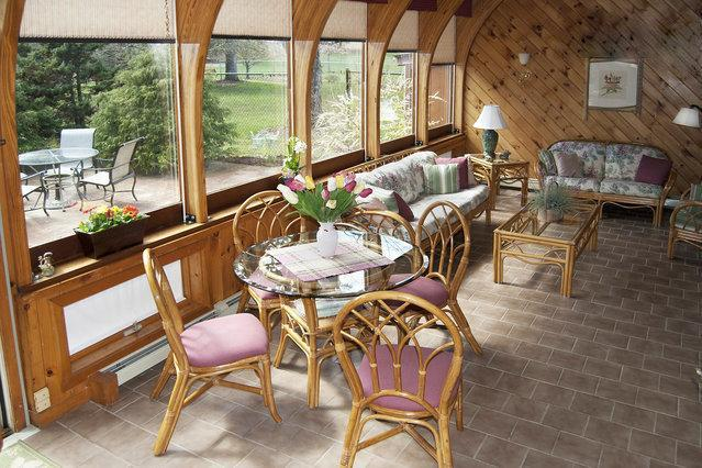 Sunroom comfort, spread-out room for everyone - Image 1 - Great Barrington - rentals