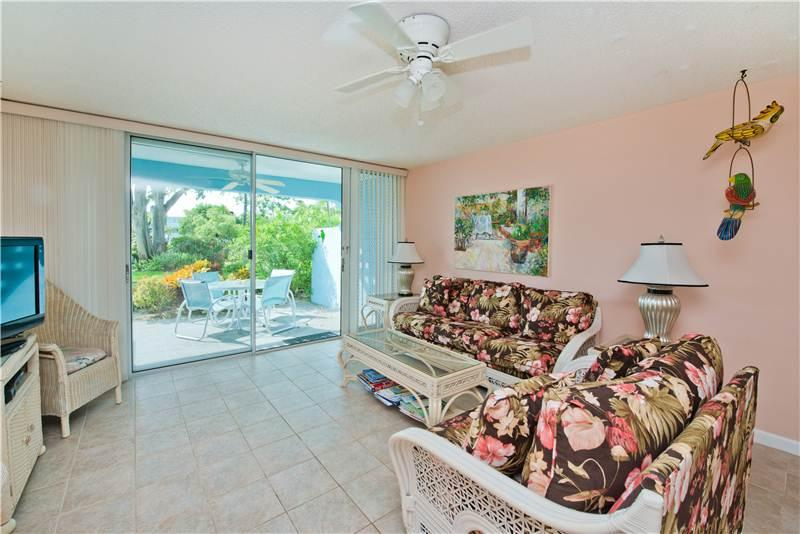SILVER SANDS CONDOS-UNIT #37-STEPS FROM THE OCEAN - Image 1 - Seven Mile Beach - rentals
