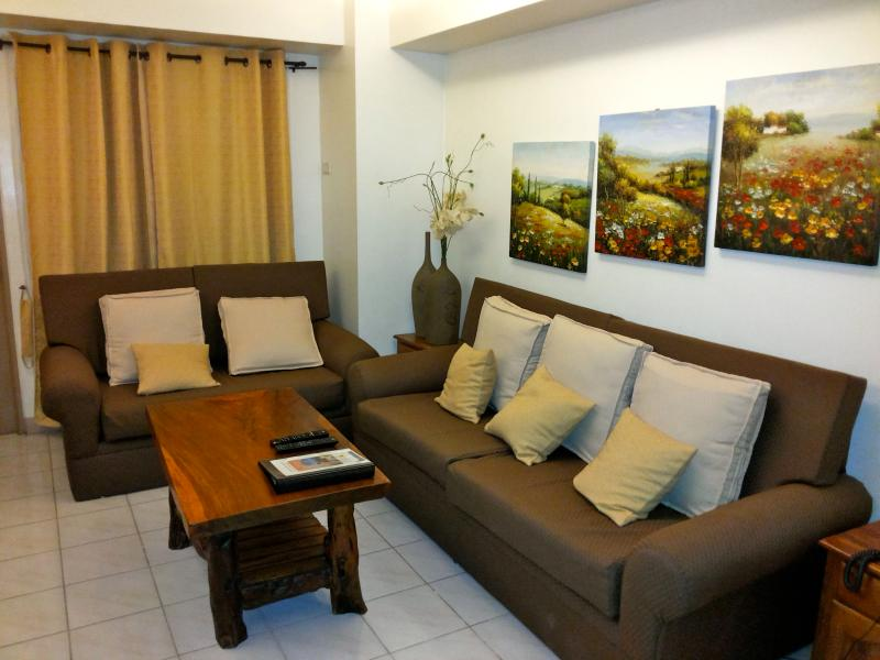 Living Room - Makati 2 Bedroom Condo with Skyline View - Makati - rentals