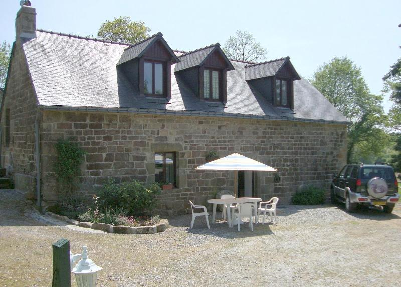 Chestnut Cottage with Lake View - Cottage over looking fishing lake with heated pool - Langoëlan - rentals
