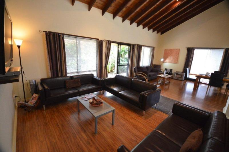 Vaulted Ceilings, Massive Living and Dining Area - 4-BR Cumberland Spa Villa -Stroll cafes,near beach - Norfolk Island - rentals
