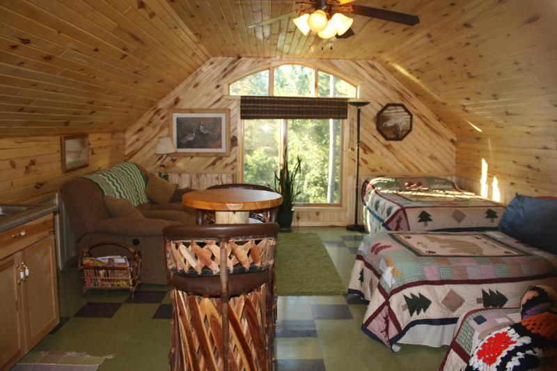 The guesthouse - LAKE SIDE LOFT COTTAGE QUIET FISHING - Squaw Lake - rentals