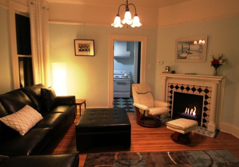 Spacious and intimate living room - Exquisite Modern Comfort & Spa - Portland - rentals