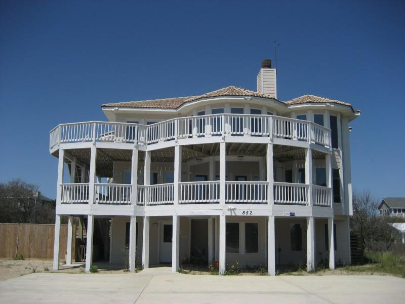 Beautiful semi-oceanfront home - steps to the beach! - Semi-ocean front, gourmet kitchen, 200' to beach, - Corolla - rentals