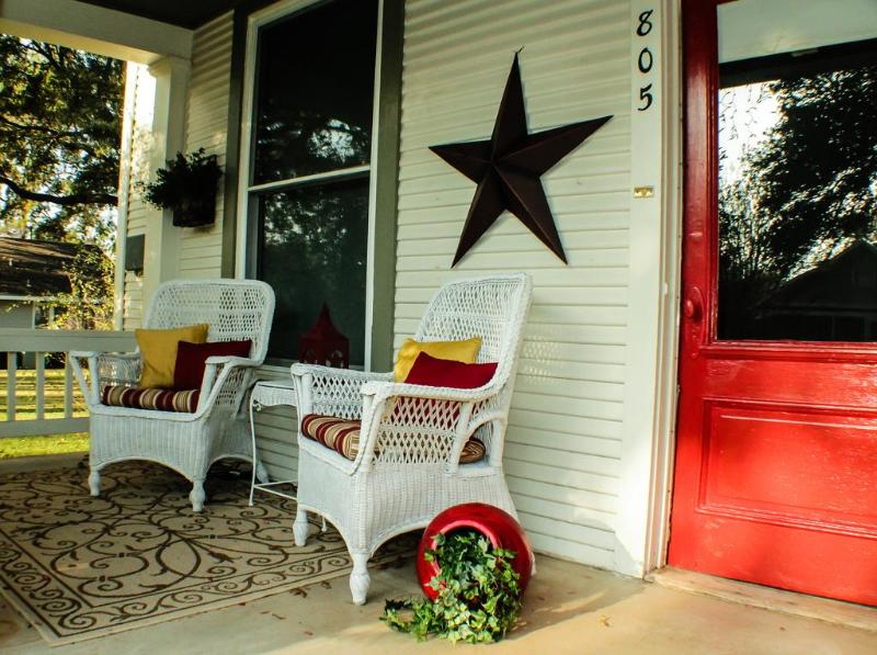 The perfect place for your morning coffee - Smithville Cottage: quaint with modern amenities - Smithville - rentals