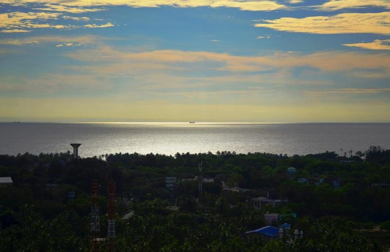 View from Balcony - My Travel Home, Sea View Apartment in Trivandrum - Kerala - rentals