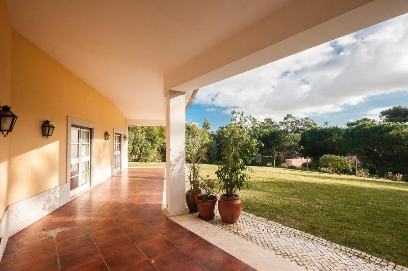 Terrace over lawn - outdoor eating area - Wonderful Home in Private Estate  (AL) - Sintra - rentals