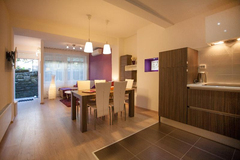Living with dinning area - Feels like home app  4* in center,  free parking - Zagreb - rentals