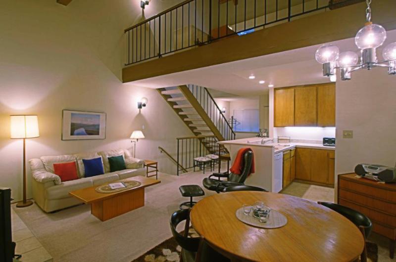Convenient condo with pool, hot tub, tennis, bocce, & more - Image 1 - Carnelian Bay - rentals