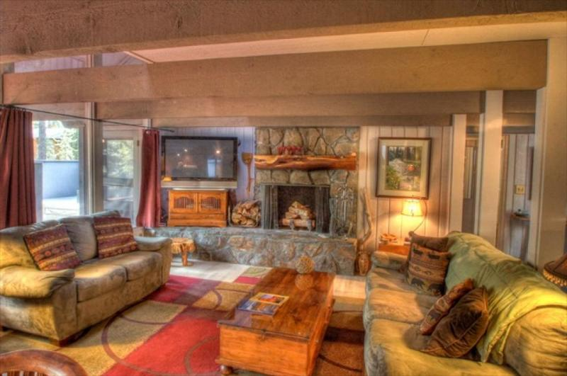 Huge, pet-friendly home with space for 10 & private hot tub! - Image 1 - Sunriver - rentals