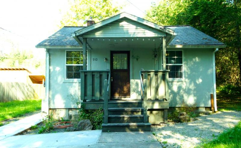 Pet-friendly home close to Pacific Crest Trail! - Image 1 - Cascade Locks - rentals