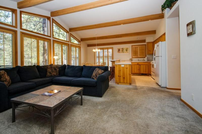 Welcoming home w/private hot tub, SHARC access - Image 1 - Sunriver - rentals