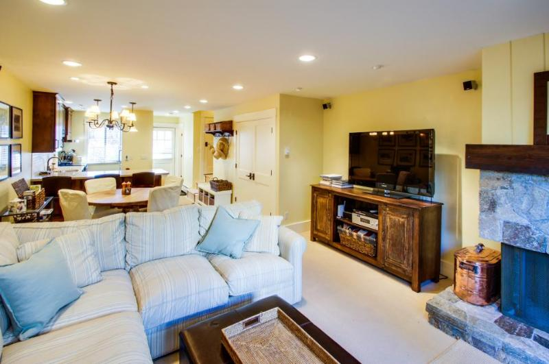 Lakefront complex with pool, close to it all! - Image 1 - Tahoe Vista - rentals