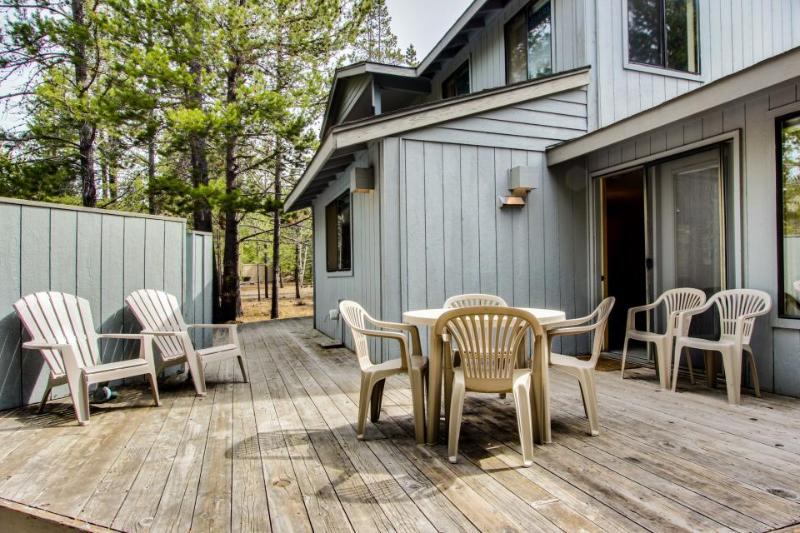 Stunning forest views and aquatic park access! - Image 1 - Sunriver - rentals