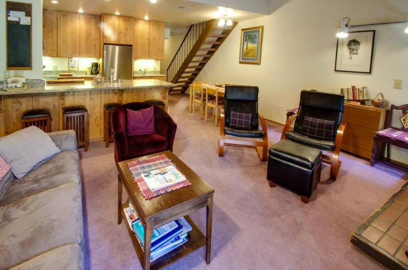 Vintage Tahoe home w/pool, hot tub, tennis, bocce, etc! - Image 1 - Carnelian Bay - rentals