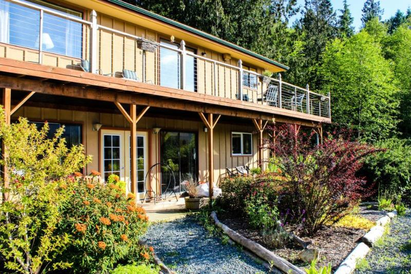 The Cedar Field Vacation House - Image 1 - Eastsound - rentals